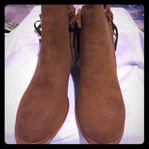 Brown Betco Size 10 short suede look boots